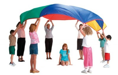 As brincadeiras infantis em casa podem ser tão interessantes quanto um passeio no shopping, por exemplo (Foto: Divulgação)