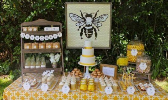 A decoração para festa infantil abelhinha pode ser feita para meninas e meninos e é muito fácil de organizar, já que há muitas opções de detalhes e elementos (Foto: Divulgação)