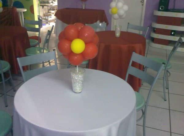 Os enfeites de mesa para festa infantil com balões podem valorizar a festa do seu filho instantaneamente (Foto: Divulgação)