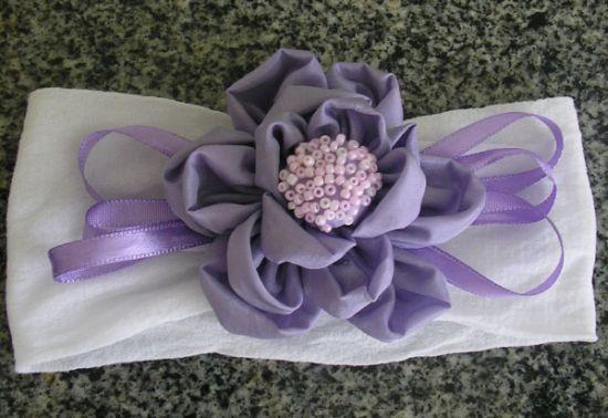 Esta tiara infantil com meia de seda é muito fácil de ser feita (Foto: Divulgação)