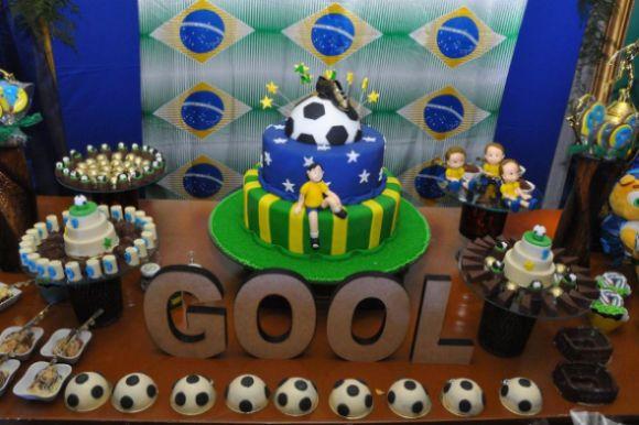 O bolo infantil tema Copa do Mundo deve estar com estilo condizente com o restante da decoração da festinha (Foto: Divulgação)