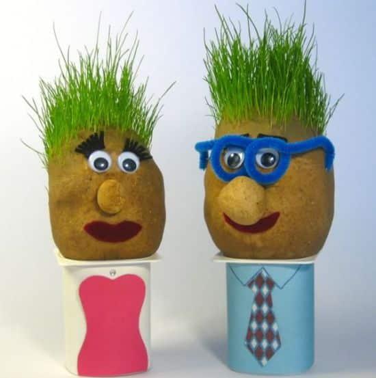 Conseguir este boneco infantil cabelo de grama é muito fácil (Foto: homemade-gifts-made-easy.com)
