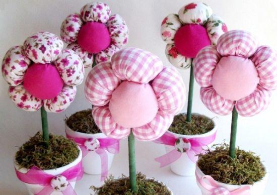 Este vaso de flores pra cento de mesa infantil vai decorar a sua festa de forma primorosa (Foto: ehojevaiserumafesta.com)