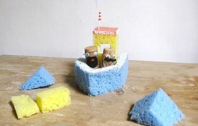 Este artesanato infantil com esponja poderá deixar os banhos de seus filhos muito mais divertidos (Foto: handmadecharlotte.com)