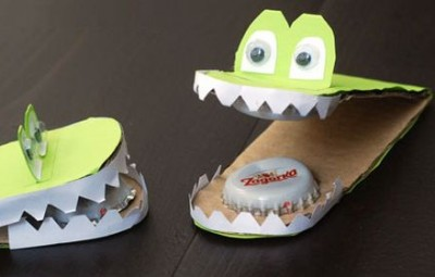 Este brinquedo infantil com papel e chapinhas pode ser barato, mas é muito divertido (Foto: krokotak.com)