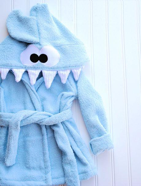 Com este roupão infantil tubarão seus pequenos não irão dar trabalho na hora do banho (Foto: crazylittleprojects.com)