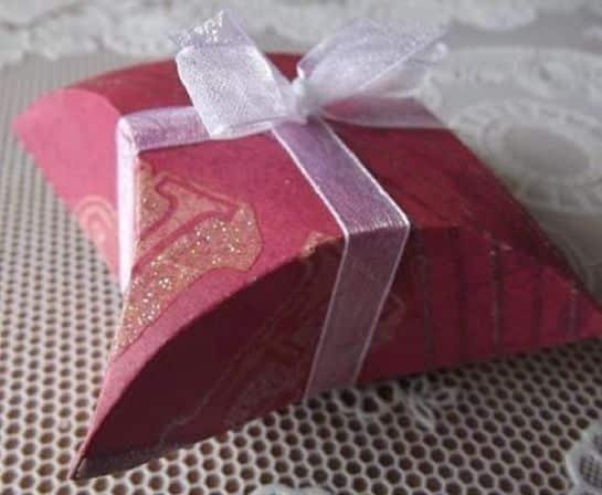 Esta caixa para lembrancinha é fácil de ser feita e agrada a todos que a recebem (Foto: comofazeremcasa.net)