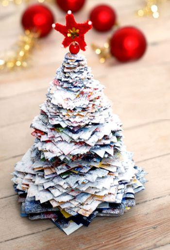 decoracao arvore de natal reciclavel : decoracao arvore de natal reciclavel:Esta árvore de Natal com reciclagem de jornal é linda e nem parece