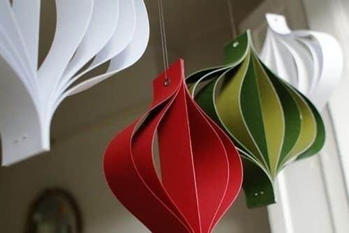 decoracao de arvores de natal de papel:Faça muitos deste enfeite para árvore de Natal de papel e espalhe