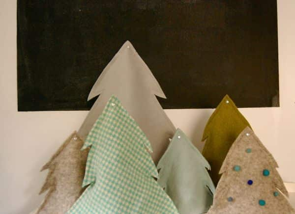 Com estas miniárvores de Natal em tecido o seu final de ano ficará muito mais animado (Foto: blairpeter.typepad.com)
