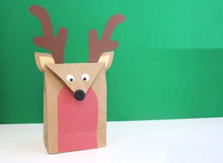 Esta linda embalagem de rena natalina é muito fácil de ser feita (Foto: dicasdeartesanatos.com.br)