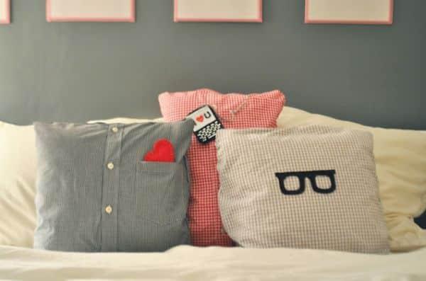 Faça almofadas de camisa e reaproveite as peças que estavam guardadas (Foto: ducklingsinarow.com)
