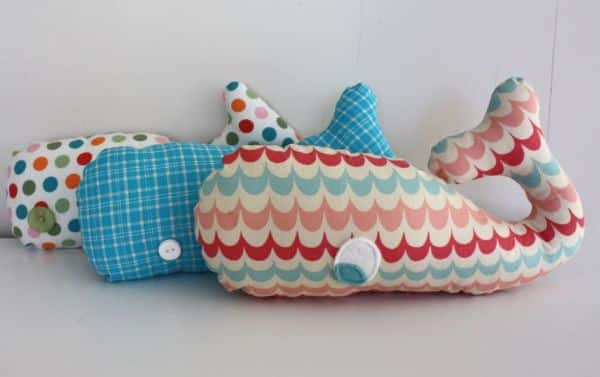 Esta simpática baleia de tecido é também muito fácil de ser feita (Foto: artesanatossempre.blogspot.com.br)