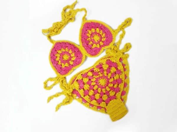 Este biquíni infantil de crochê é lindo e vai fazer a sua menina fazer o maior sucesso (Foto: make-handmade.com)