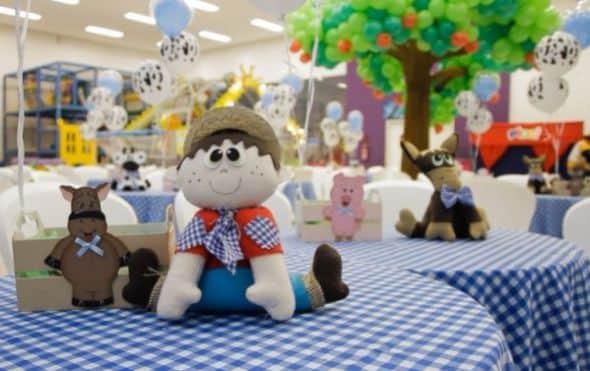 Há muitas opções de centro de mesa para festa da fazendinha (Foto: meudiadmae.com.br)