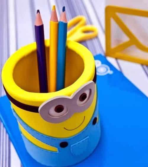 Com este porta-lápis do Minions qualquer espaço fica mais divertido (Foto: fabartdiy.com)