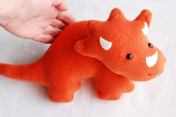 Este dinossauro de pelúcia pode ser também uma peça decorativa (Foto: wildolive.blogspot.com.br)