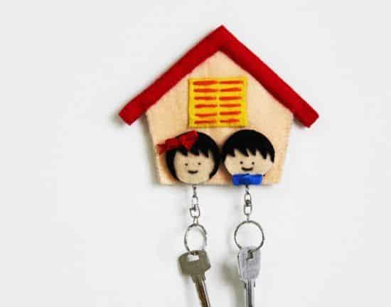Casinha porta chaves de feltro também decora o seu lar (Foto: onelmon.com)