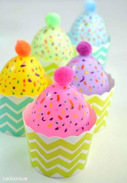 Cupcakes decorativos são fofos, interessantes e fáceis de serem feitos