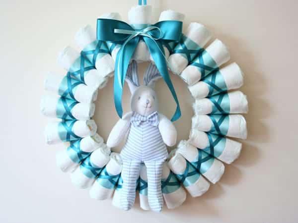 Guirlanda de fralda descartável é fofa e pode ser feita com qualquer cor (Foto: homemade-gifts-made-easy.com)