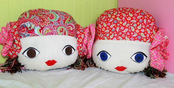 Almofada com carinha de boneca pode ficar em qualquer lugar de sua casa (Foto: thestitchingscientist.com)