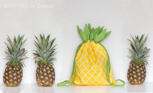Bolsa abacaxi em tecido pode também ser uma bela fonte de renda extra (Foto: makeit-loveit.com)