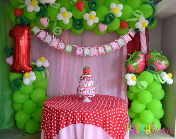 A decoração de festa infantil da Moranguinho é linda e faz muito sucesso (Foto: bestbabydecoration.blogspot.com.br)