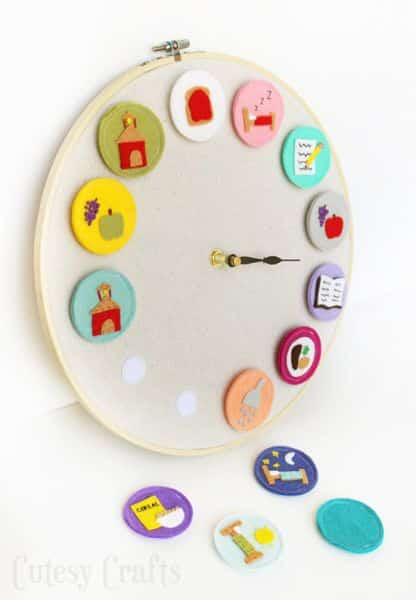 Este relógio de parede infantil pode ter os desenhos que você quiser (Foto: cutesycrafts.com)