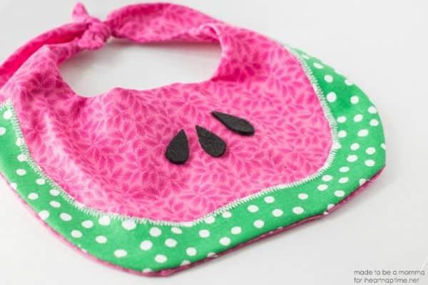 Babador melancia é fofo e deixa o bebê ainda mais encantador (Foto: iheartnaptime.net)
