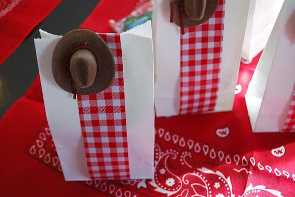 Lembrancinha de aniversário Toy Story é diferente e interessante (Foto: merrimentdesign.com)