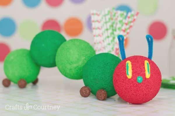 Esta peça de decoração de festa infantil com isopor pode ter as cores que você quiser (Foto: craftsbycourtney.com)