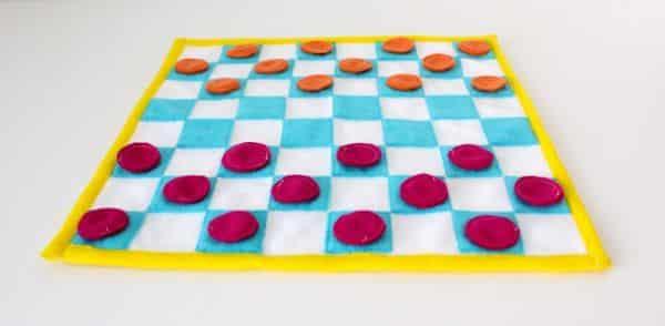 Coloque as suas cores preferidas neste jogo de damas infantil (Foto: danamadeit.com)