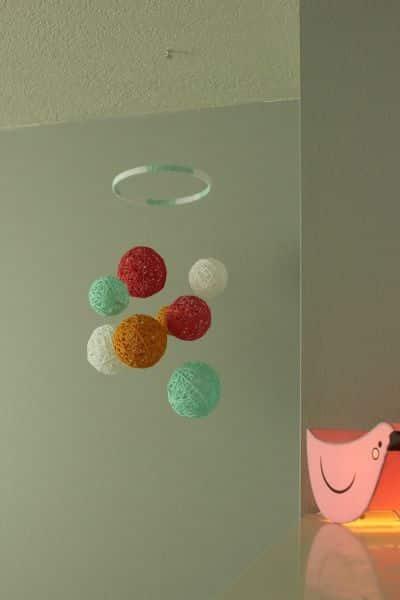 Este móbile infantil fácil de fazer é lindo e barato (Foto: homedit.com)