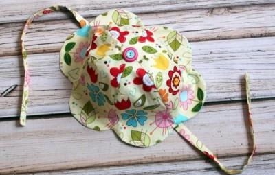 Chapéu infantil com tecido é fofo e sua criança vai adorar (Foto: thecottagemama.com)