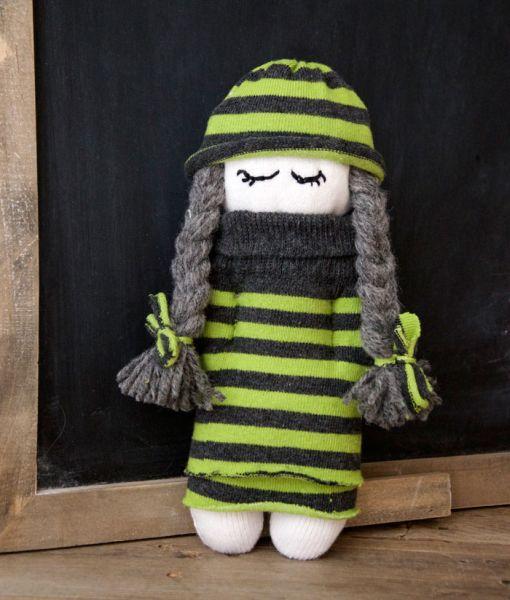 Boneca infantil feita de meia é linda e pode ter o seu toque especial (Foto: missdaisypatterns.com)