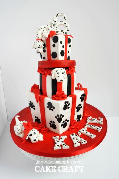 Há lindas e muitas ideias de bolos decorados para festa infantil com temas (Foto: cakecentral.com)
