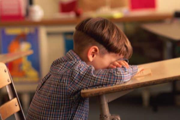 Para que a readaptação infantil na volta às aulas não seja traumática, você pode seguir algumas seguras dicas (Foto: lacefalea.info)