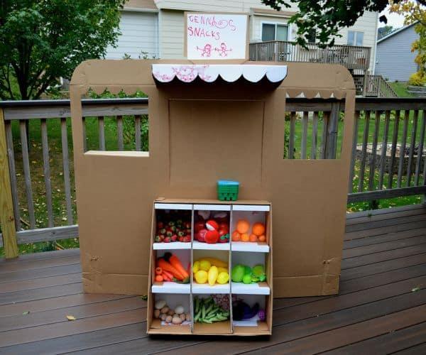 Feira infantil de papelão é divertida e esta é bem barata (Foto: ikatbag.com)