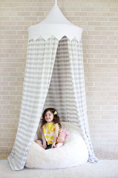 Tenda infantil de teto é linda e muito divertida (Foto: abeautifulmess.com)