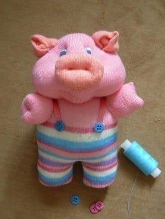Porquinho infantil de meia é fofo e simpático (Foto: fabartdiy.com)