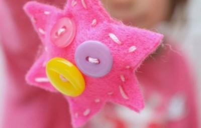 Chaveiro infantil de feltro é lindo e funcional (Foto: redtedart.com)