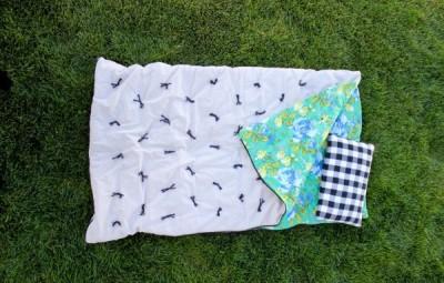Saco de dormir infantil é lindo e prático (Foto: deliacreates.com)
