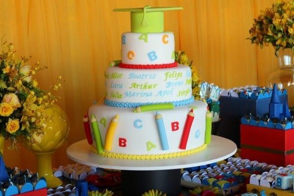 bolo de formatura infantil decorado