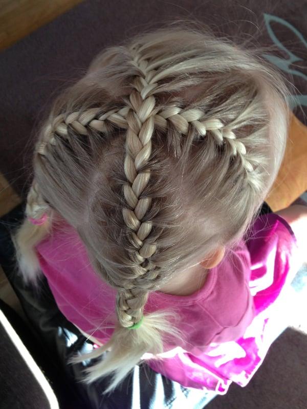 penteado com trança infantil cruzado