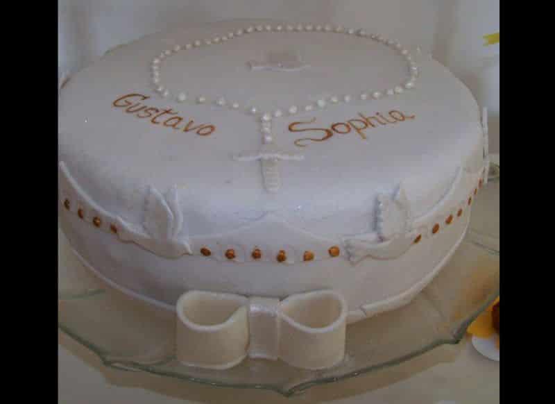 bolo para batizado dourado