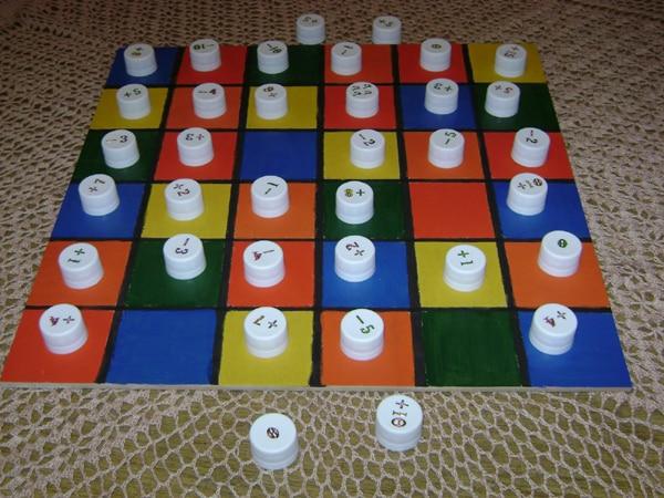 brinquedo pedagogico tampas