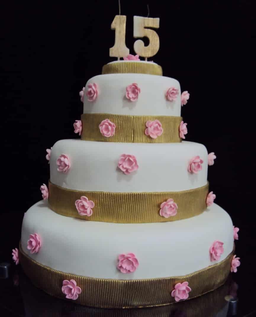 bolo simples com flores