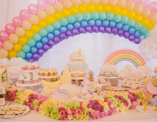 festa unicornio com arco iris