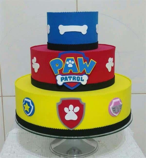 bolo azul vermelho e amarelo