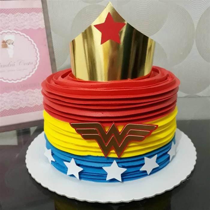 bolo mulher maravilha redondo